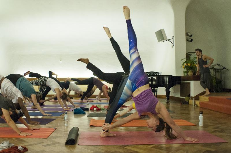 Lubos-Horvat_Yoga-108-Sun-Salutations_2014_35